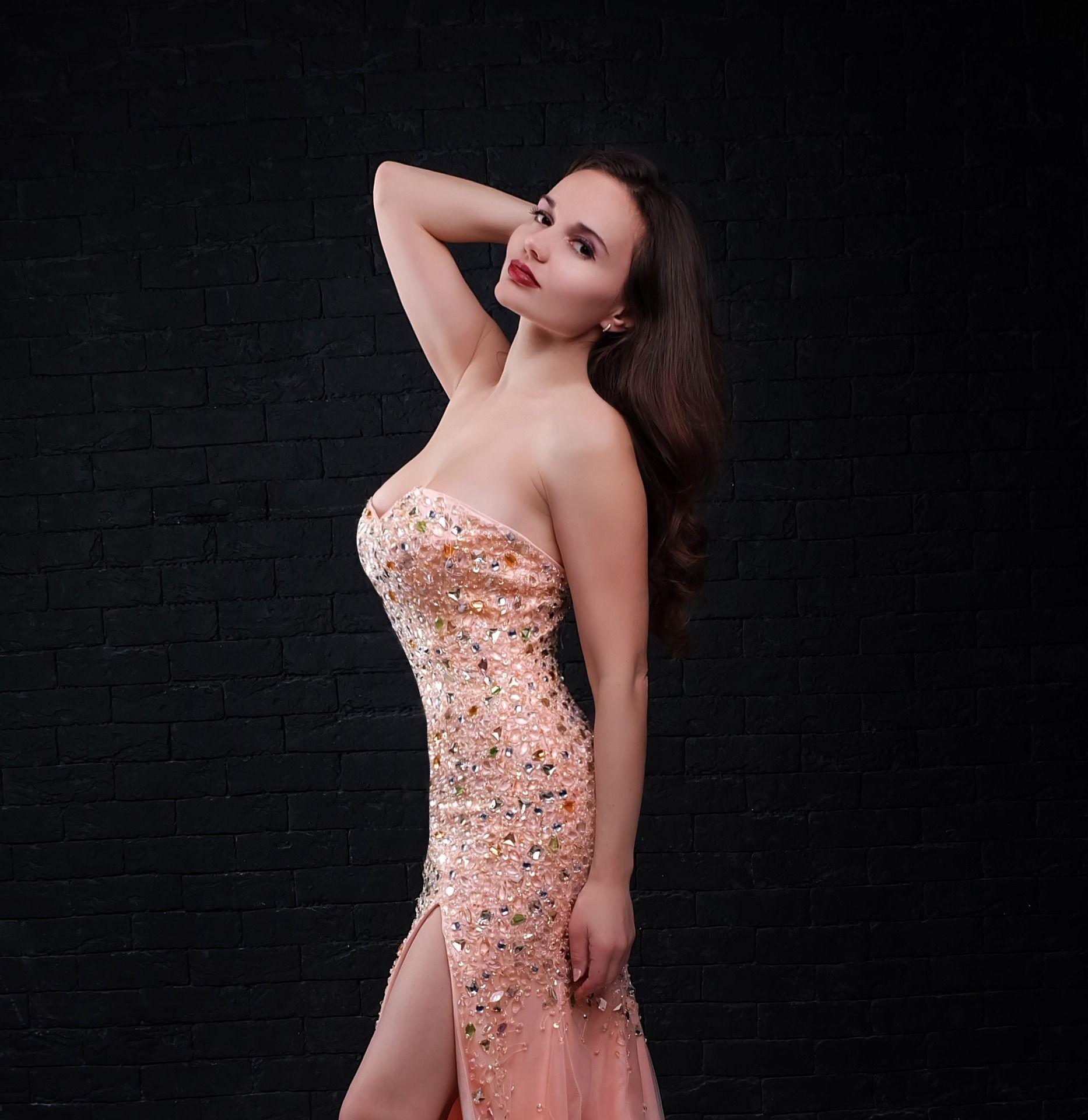 Ein tolles Kleid wundervoll ausgefüllt und danzuschauen