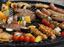Fleisch und Grillgemüse friedlich vereint