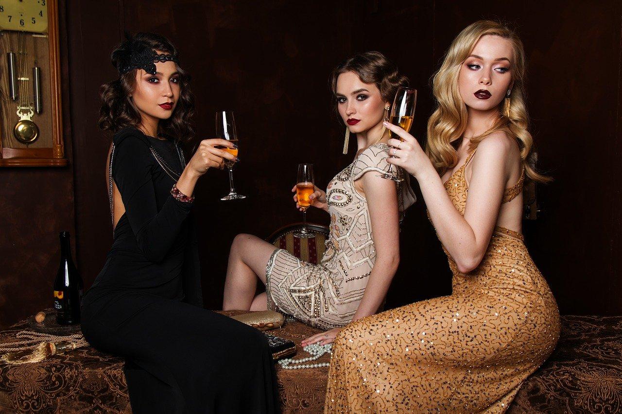 drei Frauen mit Sekt